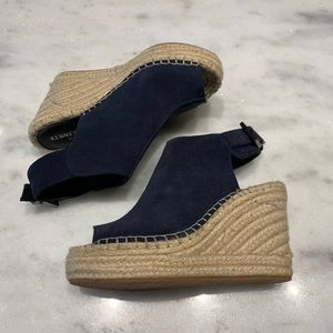 NWOT Kenneth Cole Navy suede wedges